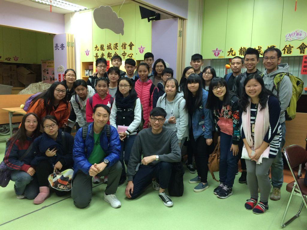 Students of HKTA The Yuen Yuen Institute No. 1 Secondary School visited Kowloon City Baptist Church Neighbourhood Elderly Centre (Wong Tai Sin) for the first time to have an idea of the centre (the venue) and the older adults there (potential participants).